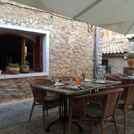 Restaurant Mandala: patio at Mandala