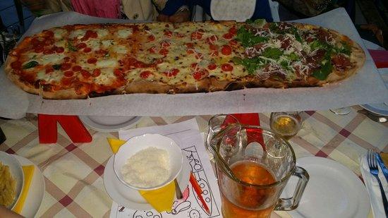 IL Covo Ristorante-Pizzeria: Un metro di eccellente pizza