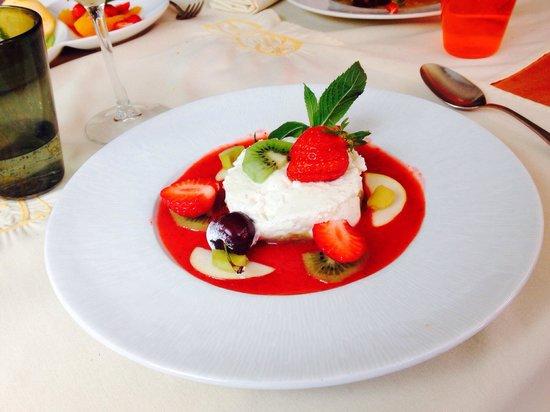Le Jardin Gourmand : Fromage blanc, compote de pomme, biscuit spéculos et coulis de fraise
