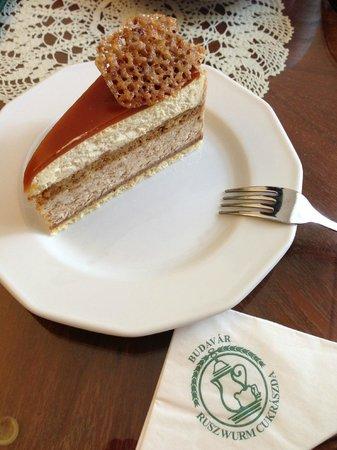 Ruszwurm: milotai mezes diotorata (chestnut cake)