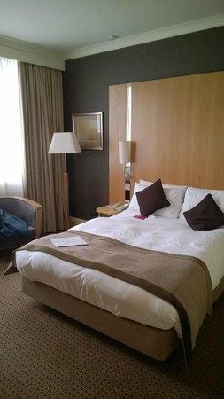 """Crowne Plaza Hotel London Ealing: Duży pokój dwuosobowy. Zestaw aromaterapeutyczny """"for a better night's sleep"""""""