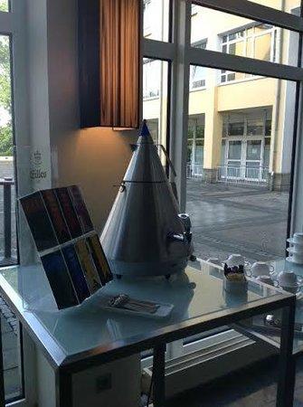Hilton Bonn Hotel : Far out Teapot!!!!!