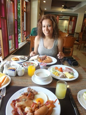 Patong Beach Hotel: Breakfast