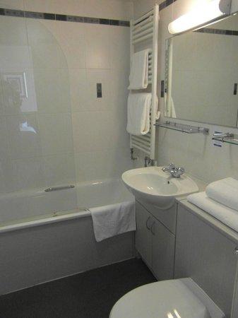 Parkstone: spotless bathroom