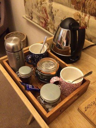 The White Buck - Hotel: Tea making facilities