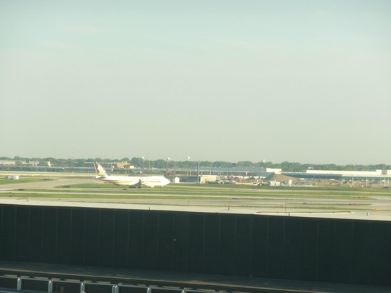 Hilton Chicago O'Hare Airport: View from my window - Love watching planes!