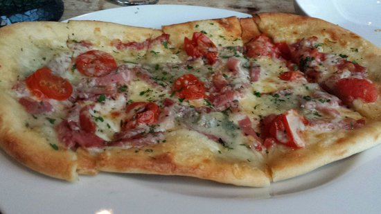 The Lazy Goat: This is the yummy pizza that we got with our sangria. Great combination