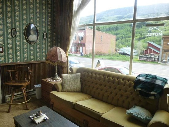 The Mine Shaft Inn Hotel & Hostel : common room