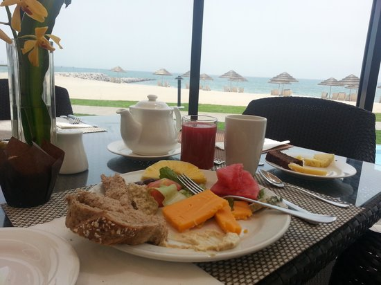Hilton Kuwait Resort: Breakfast