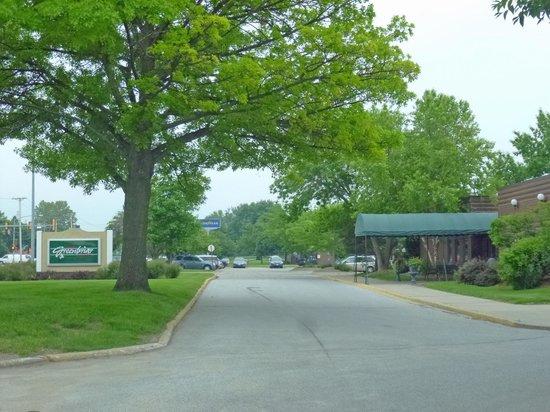 Trostel's Greenbriar: Streetside Sign & Entrance