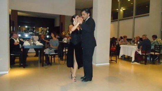 Howard Johnson Hotel  Ramallo: Excelente espectaculo de Danzas Nacionales