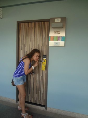 Patong Beach Hotel: room door
