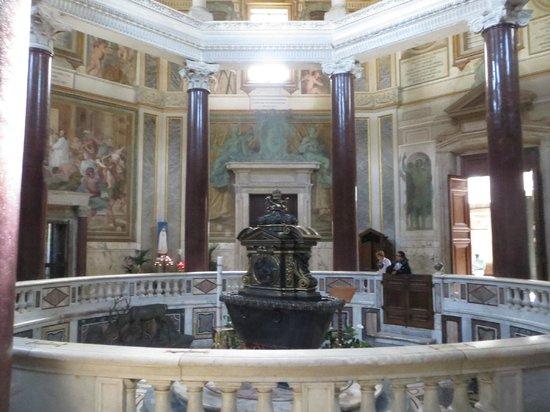 Arcibasilica di San Giovanni in Laterano: Baptismal font