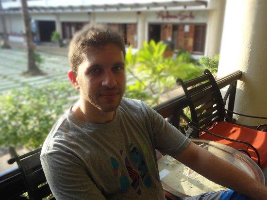 Patong Beach Hotel: garden from lobby