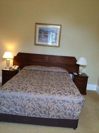 Oatlands Park hotel bed