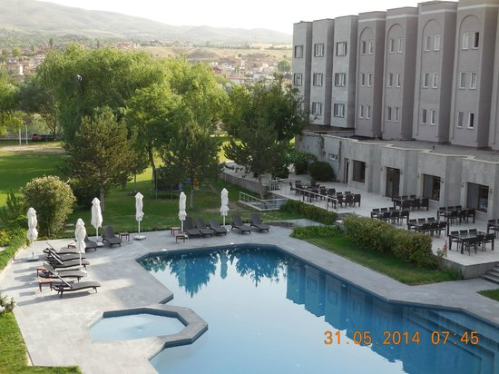 Avrasya Hotel: the pool and hotel