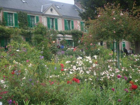 Maison et jardins de Claude Monet : Vista de la casa desde los jardines