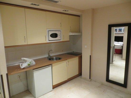 Hotel Exe Suites 33: Cucina