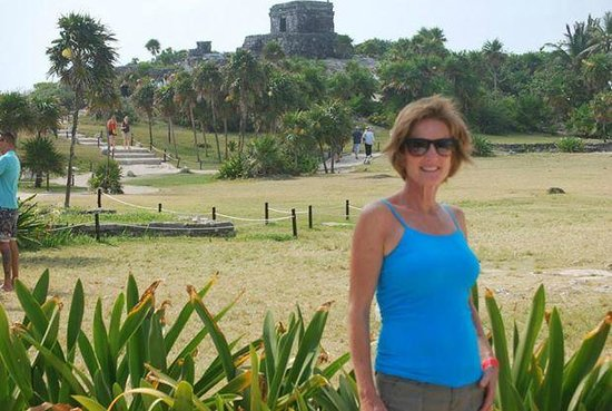 Tulum Avenue: The babe with ruins in background