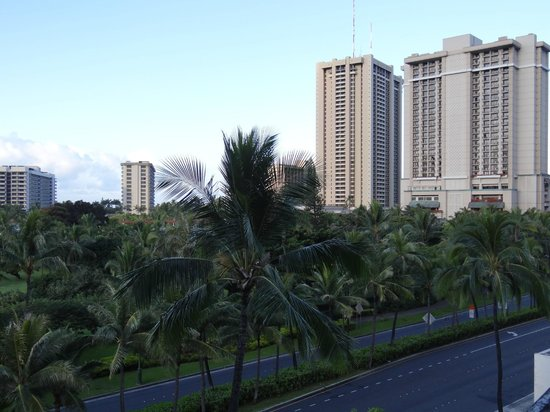 DoubleTree by Hilton Alana - Waikiki Beach: Balcony View