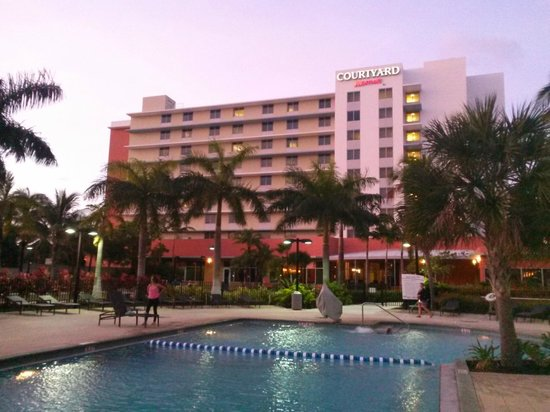 Courtyard by Marriott Miami Airport: hotel