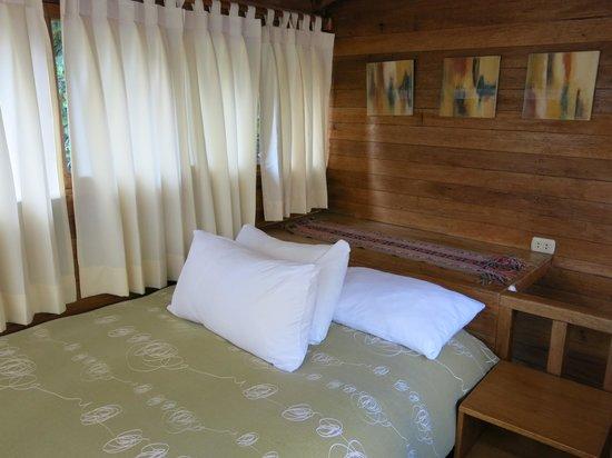 Rupa Wasi Lodge: Upstairs bedroom