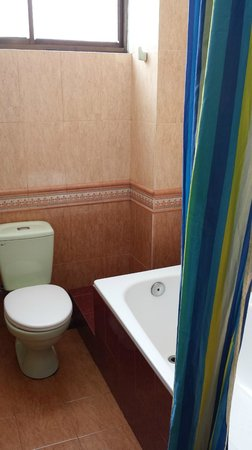 Sunny B Hotel: Bathroom