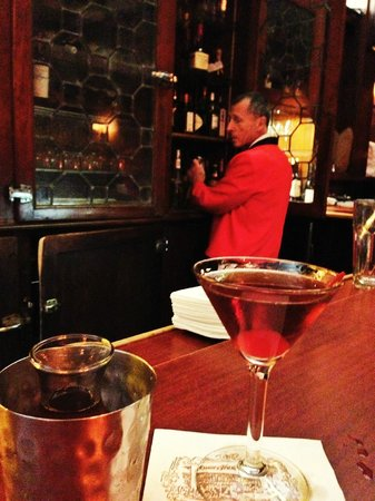 Musso & Frank Grill : Friendly bartenders (Manhattan Cocktail)