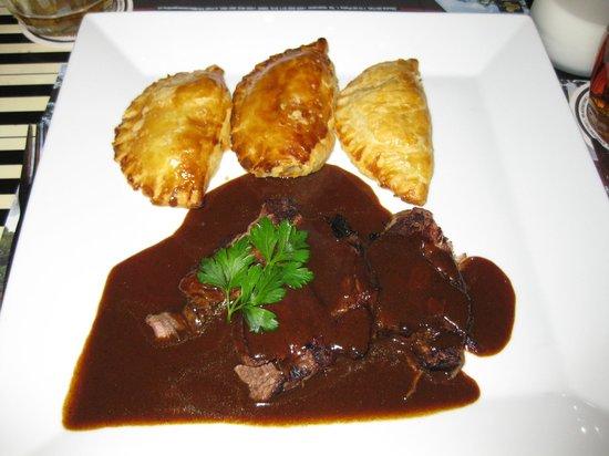 La Casa Argentina: Beef in dark beer sauce with potato/onion pierogi