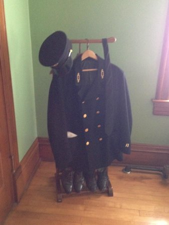 Split Rock Lighthouse: Keeper's uniform