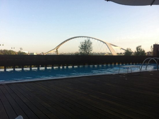 Hotel Hiberus: Tarde en la pisci.