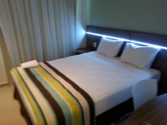 Hotel Express Vieiralves: Quarto moderno!