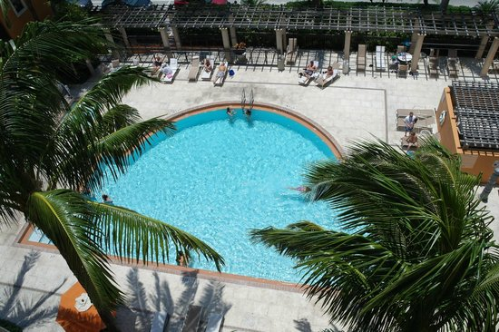 Residence Inn Delray Beach: View from our balcony of pool