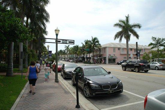 Residence Inn Delray Beach : Atlabtic Avenue outside the hotel