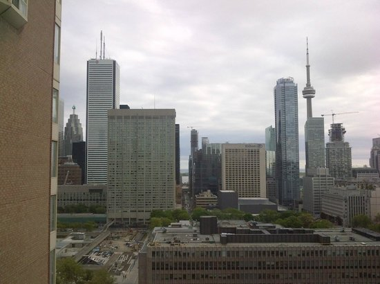 DoubleTree by Hilton Hotel Toronto Downtown : View from room - looking south