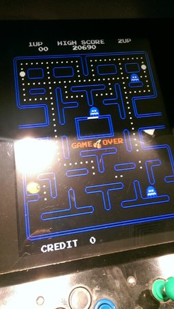 Mantra Twin Towns: pacman in games room