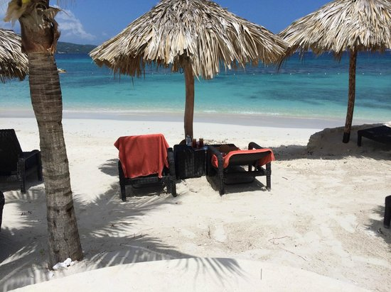 Secrets Wild Orchid Montego Bay: Wild Orchid Preferred Beach area. Beautiful,