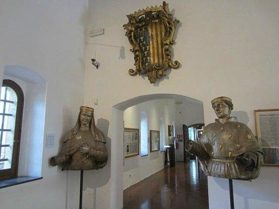 Complesso Museale di Santa Chiara : détail musée  robert d'anjou
