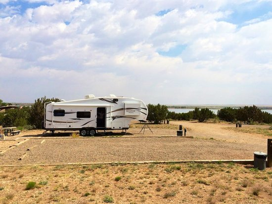 Fort Sumner, Nuevo México: Huge sites, lake in the background