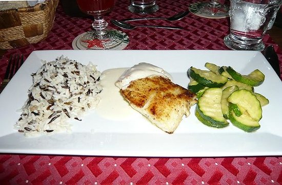 Shannas Cove Resort: Grouper filet with wild rice and zucchini