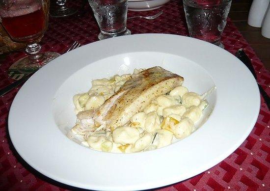 Shannas Cove Resort: Mahi Mahi filet and homemade gnocchi