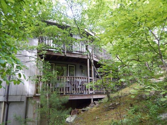 Crooked Oak Mountain Inn: Quiet verandas