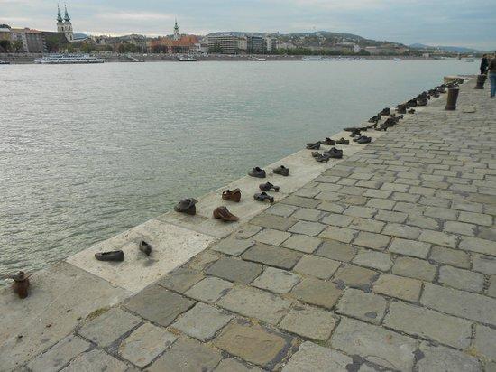 Shoes on the Danube Bank: DANUBIO Y HOMENAJE A LOS JUDÍOS