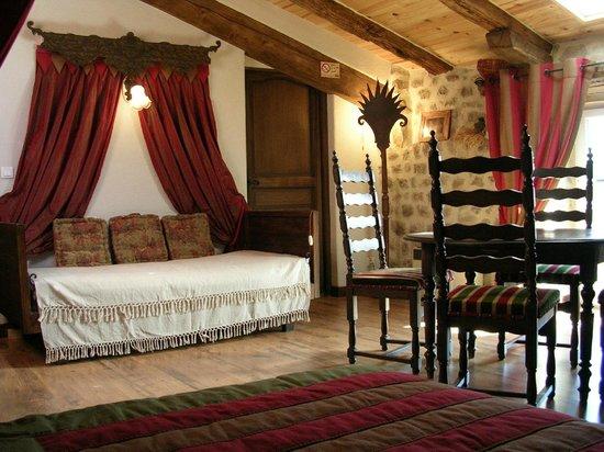 Maison d'hôtes Porte de Besse : Chambre Echauguette