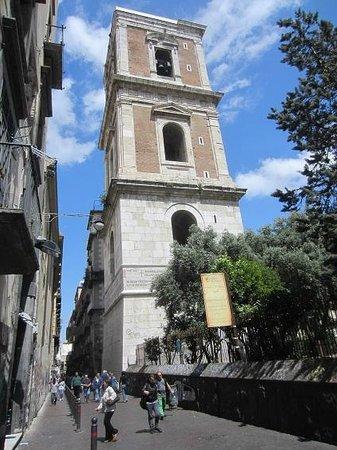 Spaccanapoli : le campanile