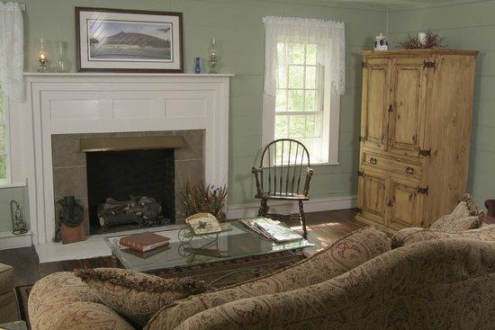 The Rockford Inn Bed and Breakfast: Living Room