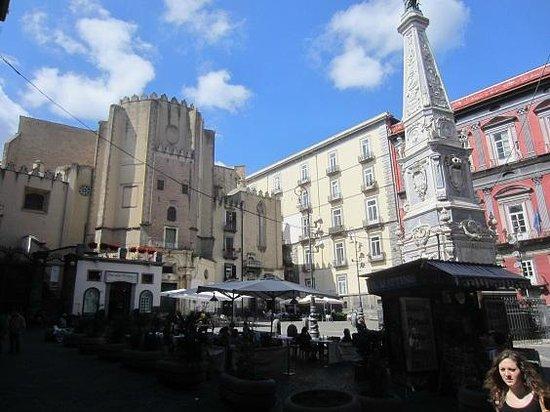Spaccanapoli : piazza san domenico