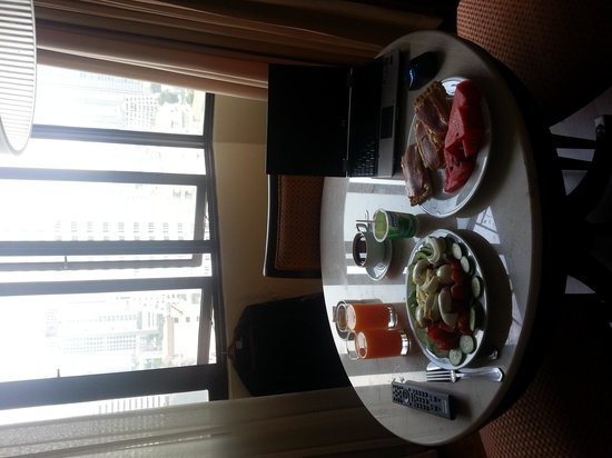 Omni Tower Sukhumvit Nana by Compass Hospitality: Breakfast in the room with a view