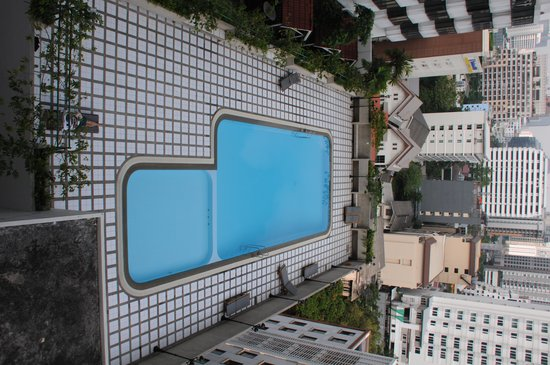 Omni Tower Sukhumvit Nana by Compass Hospitality : The newly renovated pool