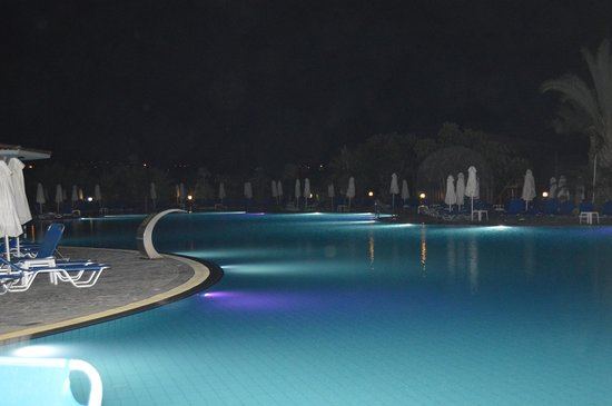 Avanti Holiday Village: Main pool area at night